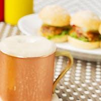 バラエティ豊かなハンバーガーと国内外のクラフトビール