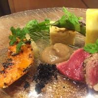 和洋折衷の肉料理と季節の食税の美味しさを引き出す技