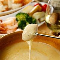 飲み放題付きの人気のチーズフォンデュコースと渡り蟹のパスタコース
