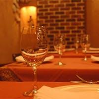 酒屋では手に入らないイタリア独特の地ブドウ品種ワインをグラスでも多種類ご用意