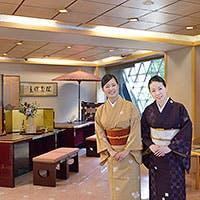 独創性溢れる日本料理と着物の女性スタッフによるきめ細やかなサービス