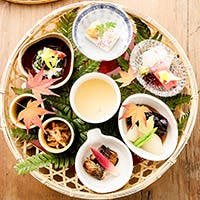 素材にこだわった季節を感じさせる和食と 鉄板焼