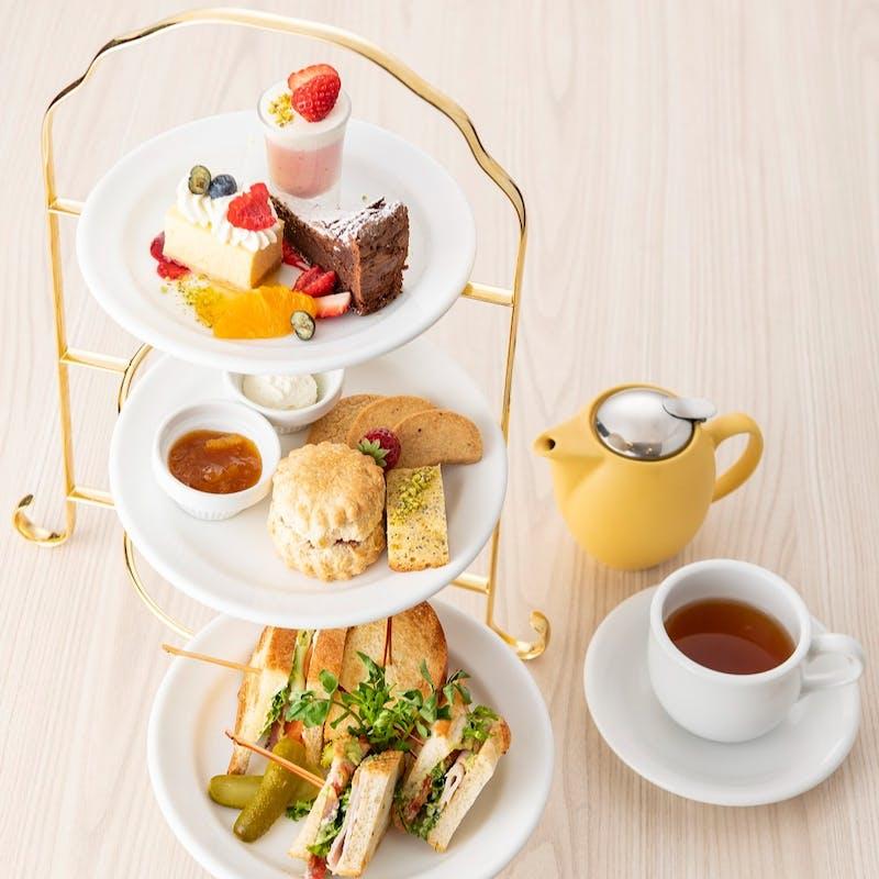 【サラベス特製 3段アフタヌーンティー】+紅茶10種類以上が飲み放題(平日限定)