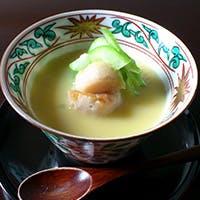 名料亭仕込みの匠の技、シンプルでありながら忘れ得ぬ印象を残す日本料理店