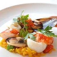 食材本来の食感や香りを丁寧に引き出した、華やかで香り高いフランス料理