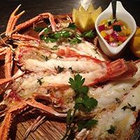 食材中心の料理のため、鮮度と季節が要の野菜・魚はとくに厳選