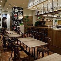 イタリアのリゾート地をイメージした店内は天井が広く、寛げる雰囲気