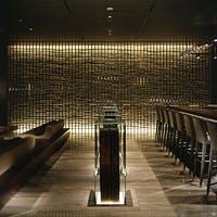 「日本建築の美学をスタイリッシュに表現したメインバー」