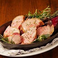 薪窯で焼くピッツァ。肉に魚、すべて店内でつくりだすその迫力と臨場感。