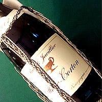 ソムリエの奥様が厳選したワインをご提供
