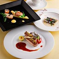 定番人気の洋食と、趣向を凝らしたオリジナルコース料理