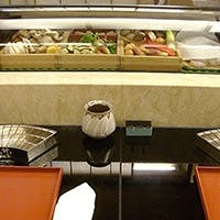 最高の素材と確かな心と技術でご提供する四季折々の味わいを会席料理や天ぷらを