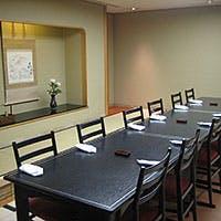 大阪随一の格式を誇るリーガロイヤルホテル内ならではの落ち着いた雰囲気