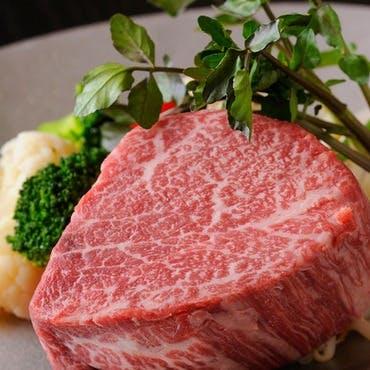 最高級A5ランクの国産黒毛和牛ステーキを美空間で味わう贅の極み