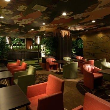 デザイナーズホテルならではの上品な調度品や雰囲気溢れる煌びやかな和空間
