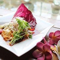 南国リゾートの薫り漂う空間で上質なアジアン料理をご堪能