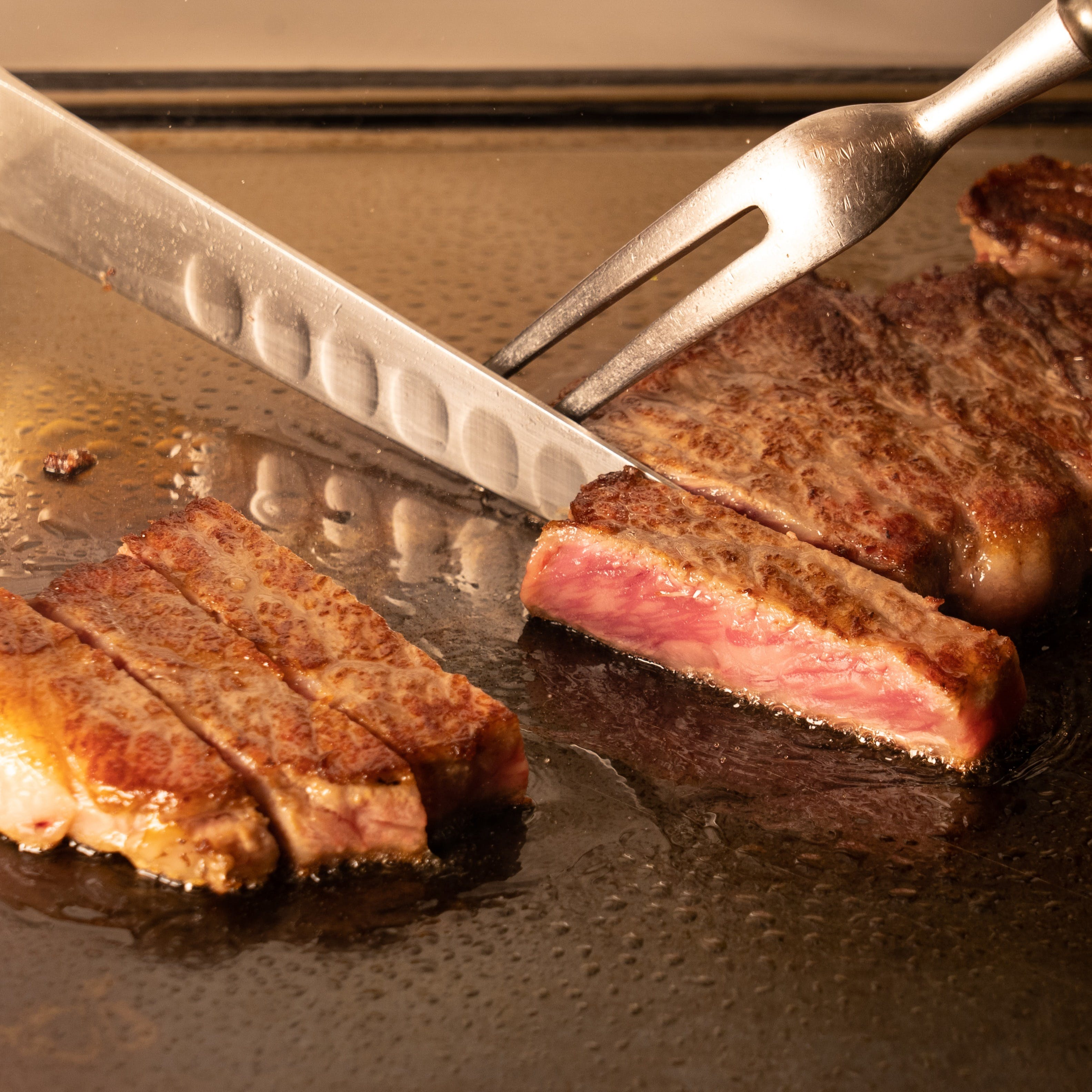伝統的なイタリア料理と、豪華食材を活かした鉄板料理を愉しむ