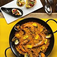本場スペインの技法を踏襲しつつ、和食のエッセンスを入れた新感覚のパエリア