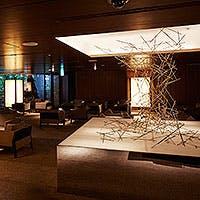 ANAクラウンプラザホテル大阪 1F。スタイリッシュな空間で、上質な時間を