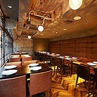 銀座コリドー街とみゆき通りに面した2F建ての大型レストラン