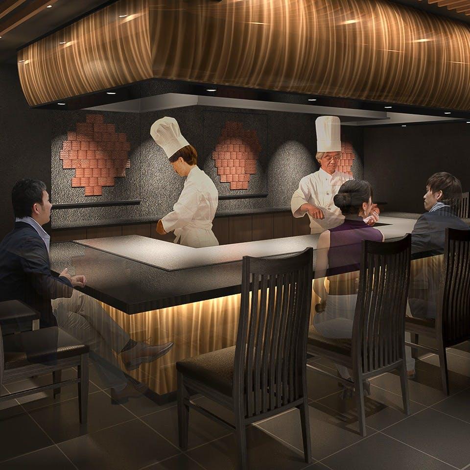 各種ご会食にご利用いただける落ち着いた雰囲気のホール席と個室をご用意