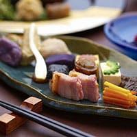 海を眺めながら、繊細な日本料理をお楽しみ下さい