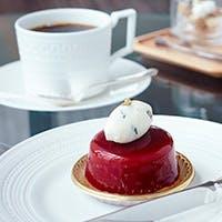 洋菓子の世界大会で受賞歴のある料理長赤崎哲朗のスイーツも魅力