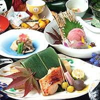 料理長自らの目で見て納得した素材のみを使用する、四季の懐石料理