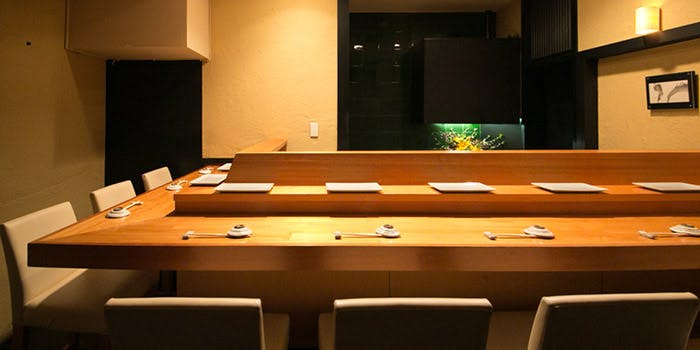 記念日におすすめのレストラン・青山 鮨孝の写真1