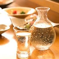 利き酒師でもある店主厳選のワインや日本酒と江戸前鮨の贅沢なマリアージュ