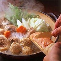 美味しさへのこだわりは素材から…自ら育てた銘柄肉「華味鳥」