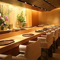 上質な和みの空間で至福のひとときを。大切な人とのお食事をせひカウンター席で