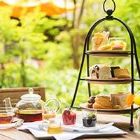 ペストリーシェフ特製のアフタヌーンティーをお好みの紅茶とともに