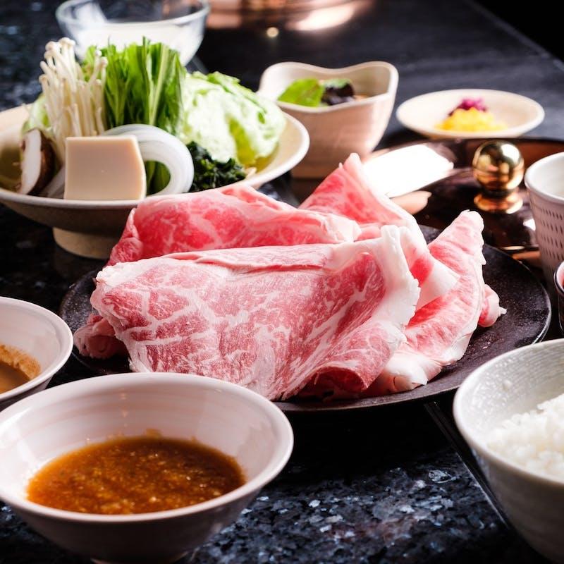 【特選牛の他に、豚肉2種類も食べ放題コース】全11品