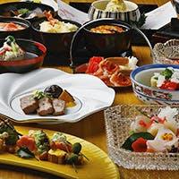 旬の魚介と厳選された食材を秀逸の技で仕上げた自慢の会席と酒肴の域を超える一品料理