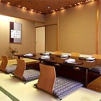 4~10名様までお使いいただける多彩な個室と落ち着きのあるテーブル席