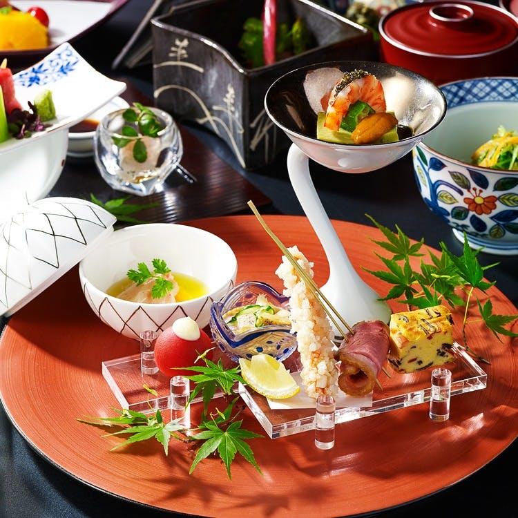 出汁にこだわり、繊細な素材の旨味を感じられる季節の懐石料理