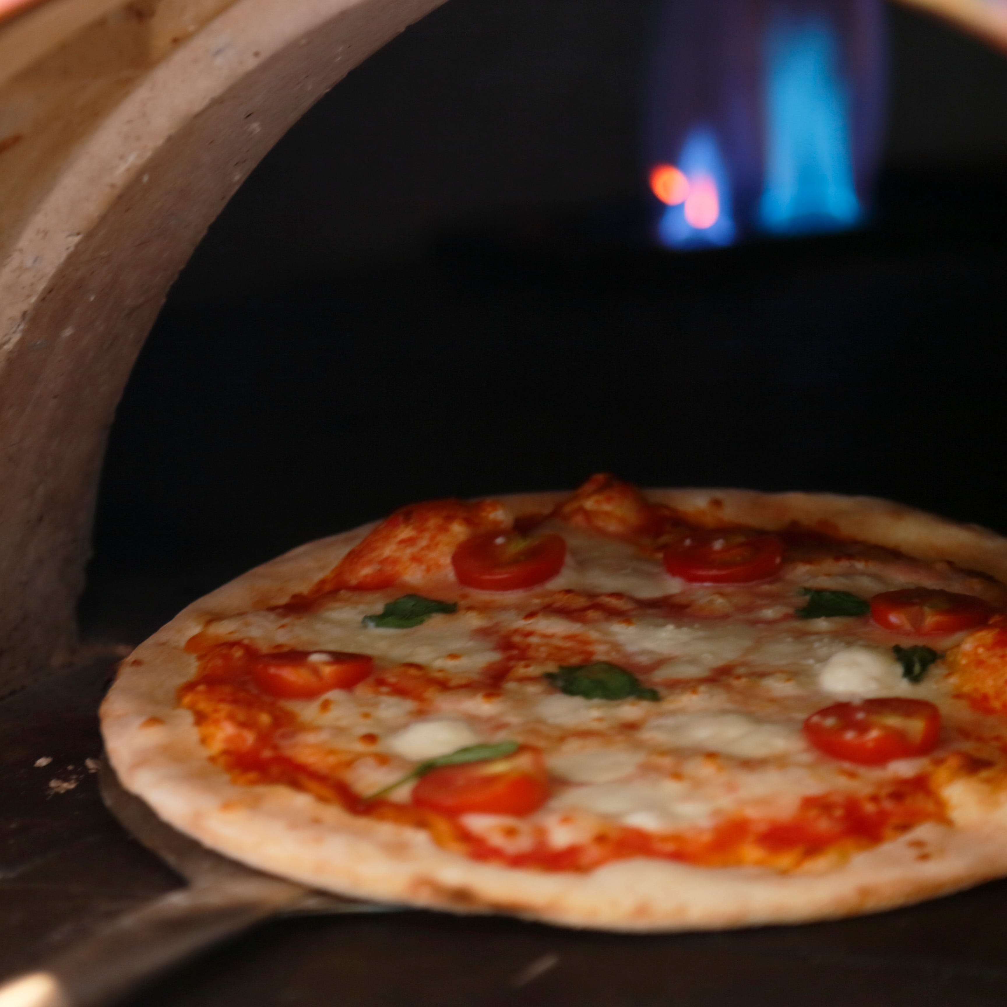 ピザ窯で焼き上げる本格イタリアンピッツァ