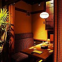 赤坂の大人が集う、大正時代の家具に囲まれた個室空間