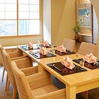 旬な魚や食材が並んだカウンター席や個室で特別な時間を