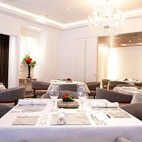 クラシックな内観に明るいサービス、美味しい料理でお客様に素敵な時間を