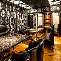 超有名デザイナーが手掛けた豪華な内装と大理石のテーブルで心と体に豊かさと贅沢を
