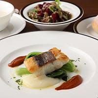 京都の食材を取り入れたビストロスタイルのお料理はホテルメイドの本格的なお食事