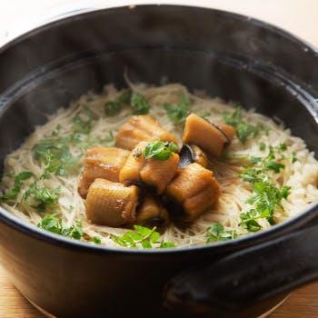 うなぎの串焼きや串カツ、白焼き、しゃぶしゃぶに人気の土鍋御飯まで味わえる全10品!