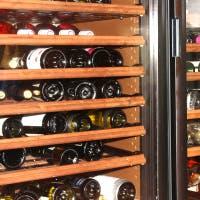 こだわりのワインセラーに潜むワインの数々