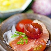 鉄板小皿で美味を多彩に楽しむ。鉄板焼きの魅力を追求した結果です