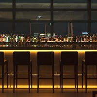 地上215mの煌びやかな夜景とゲストを魅了するラグジュアリーイタリアン&Bar