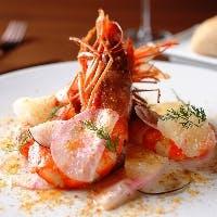 世界各国の食材と調理法を取り入れた、枠にとらわれない創作料理