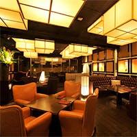 ラグジュアリーなソファシートや和の風情が漂う個室など多彩で個性的な空間
