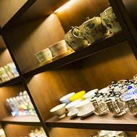 「ホテル龍名館お茶の水本店」の 1階